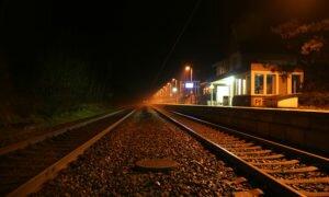 Два часа ночи, железнодорожный переезд